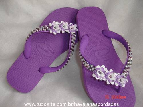 HAVAIANAS TOP BORDADA COM 3 FLORES LATERAL